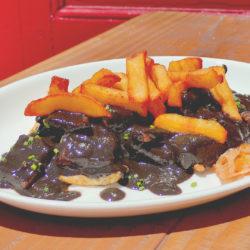 Calamares-en-su-tinta-con-huevo-frito,-La-Bodeguilla-de-Arrabal
